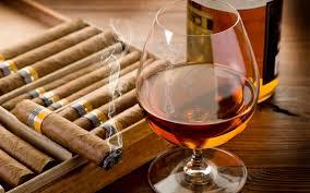 Una suggestiva immagine dell'abbinamento sigaro - cognac