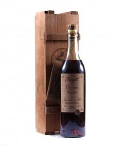 Una bottiglia della prima serie Moyet Antique - da Old Liquors.com